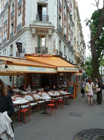 Ginette de la Cote d'Azur: Super, covered outdoor dining.