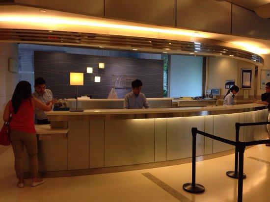 Holiday Inn Express Hong Kong Causeway Bay: Clean lobby. Free wifi!