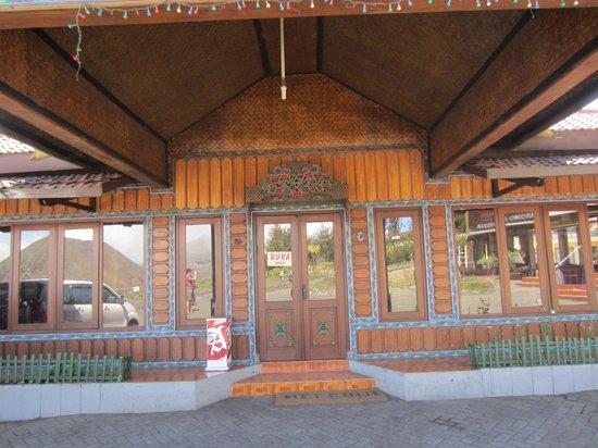 Lava View Lodge : zicht op het restaurant