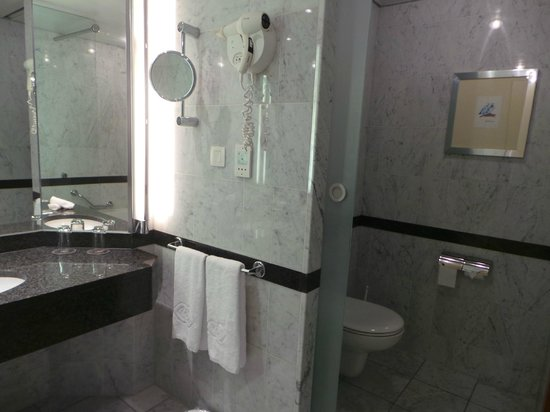Sofitel Luxembourg Europe : banheiro