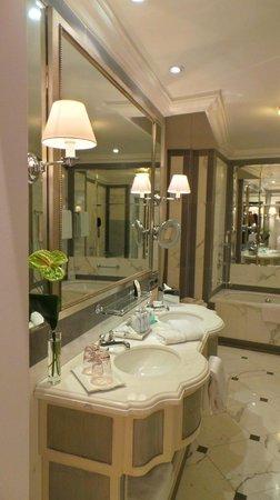 The St. Regis Florence : Bathroom