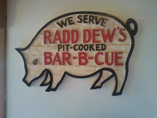 Radd Dew Bar-B-Que Pit: Signage