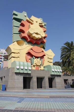 Lihpao Land: colourful facade