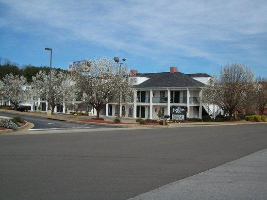 Quality Inn Trussville : Spring in Full Bloom.