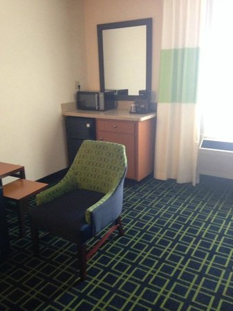 Fairfield Inn & Suites Albuquerque Airport: sitting area in king rm (couch out of view)