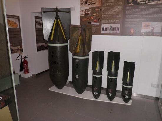 Malta at War Museum: bombs