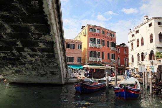 Bellini Venezia : вид отеля с вапоретто