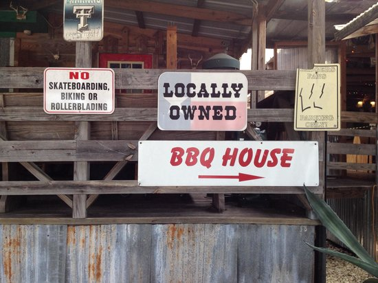 Tin Roof B-B-Q: Signage at the entrance.