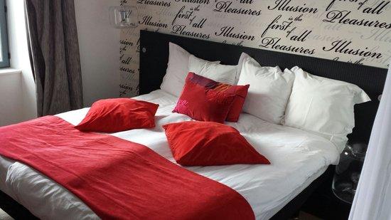 Hotel Castel Beau Site : Le lit