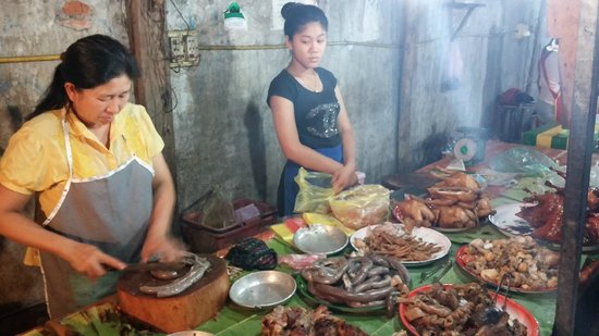 Luang Prabang Night Market: Local food hawker