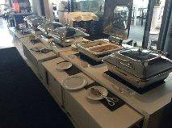 JW Marriott Cannes: Poor Breakfast - No serving cutlery
