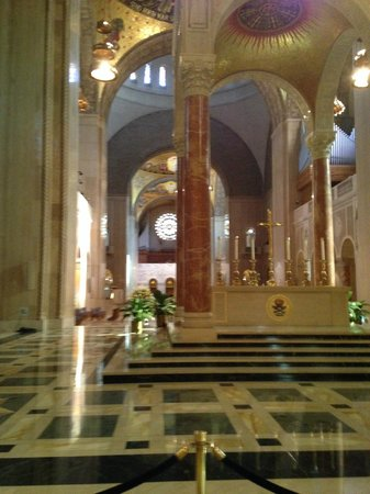 Basilica of the National Shrine of the Immaculate Conception: Altar Side View
