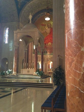 Basilica of the National Shrine of the Immaculate Conception: Near the altar