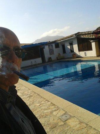 Hotel Fiore di Maggio: Riflessioni fumose