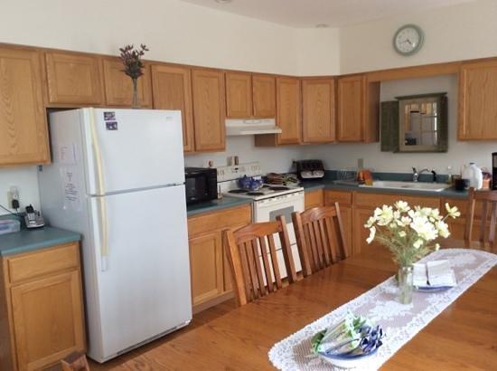 USCG Crews Quarters Accommodation : kitchen