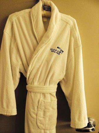 Seaport Boston Hotel : Nice plush robes