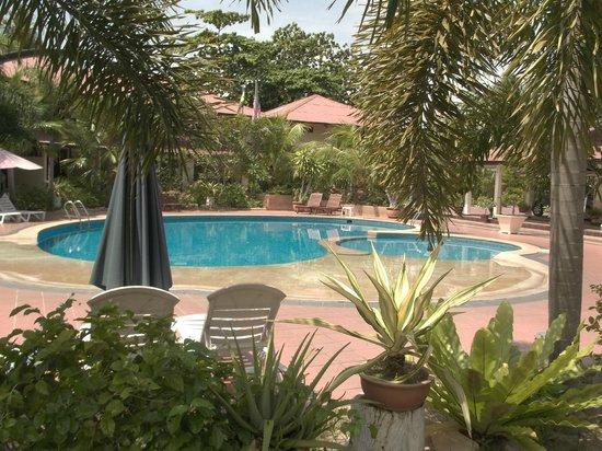 Pangkor Sandy Beach Resort : Small pool but fun and warm