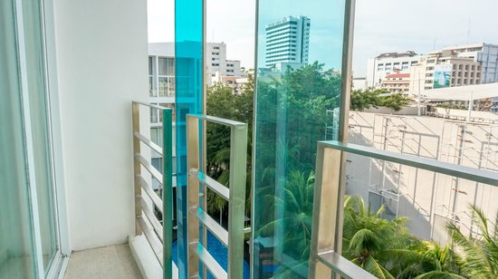Hotel Baraquda Pattaya - MGallery by Sofitel: Little balcony