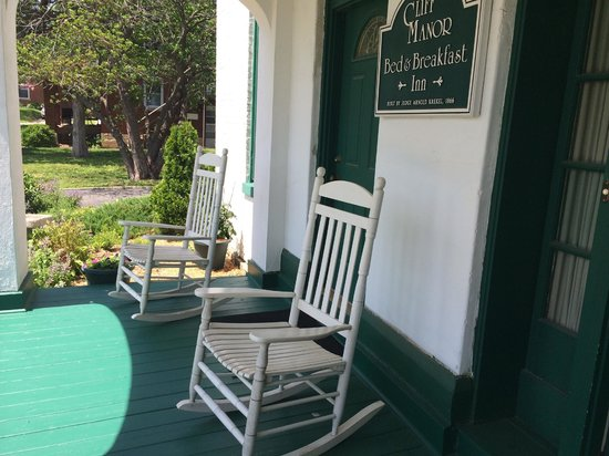 Cliff Manor Inn : Front Porch