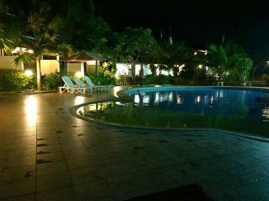 Pangkor Sandy Beach Resort: Night view of the pool