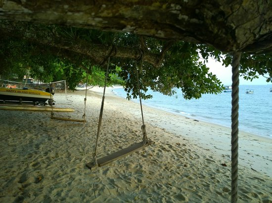 Pangkor Sandy Beach Resort: Relaxing and shady part of the beach