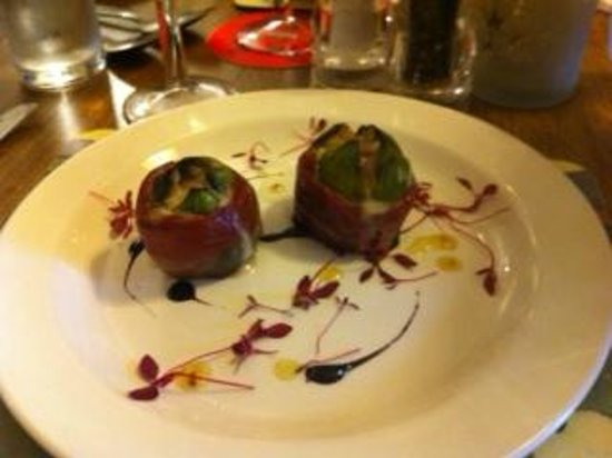 Beadnell, UK: Figs wrapped in parma ham with Gorgonzola, very pretty