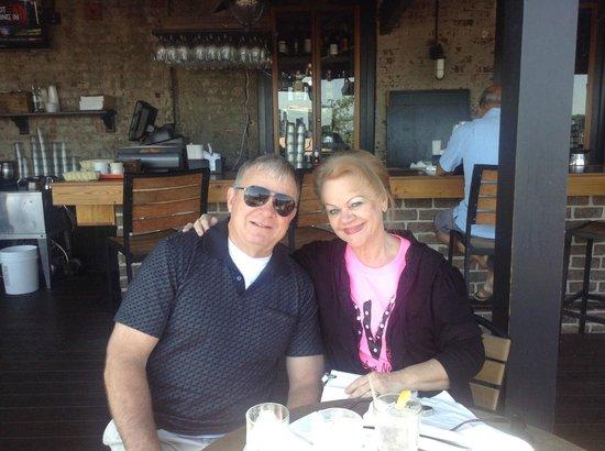 Bernie's Oyster House: Breakfast in Savannah!