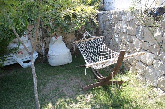 Arya Hotel: Garden