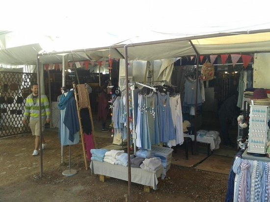 Root44 Market: Some clothing