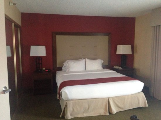 Holiday Inn Express San Diego N - Rancho Bernardo: Main bedroom in Spa Suite