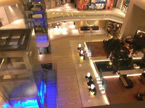 Hyatt Regency Chennai: View of lobby