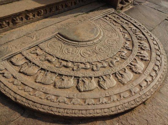 Polonnaruwa: 遺跡の床