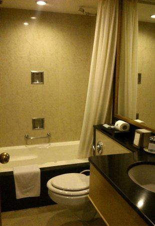 Kenilworth Hotel, Kolkata: Bathroom