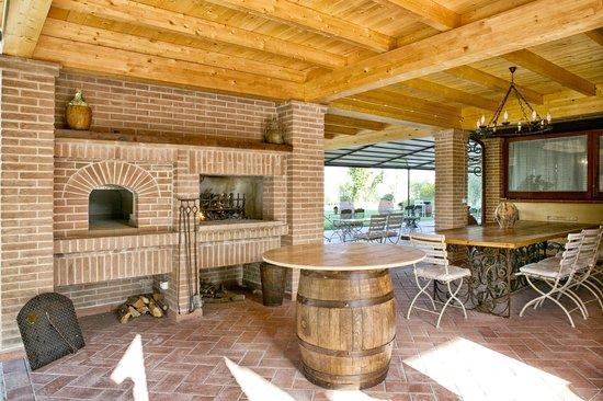 Locanda Poggioleone: bracere e forno a legna