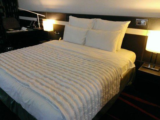 Le Meridien Bangalore : The Bed