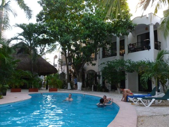 Hacienda Paradise Boutique Hotel by Xperience Hotels: jardin y piscina