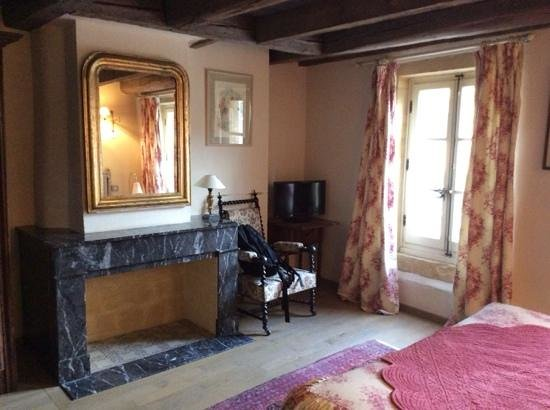 Hotel de la Cathedrale : lovely room, not the best pic.