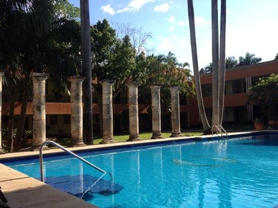 Hotel Hacienda Uxmal Plantation & Museum: The lovely pool at the Hacienda Hotel is great for cooling off after a visit to the ruins.