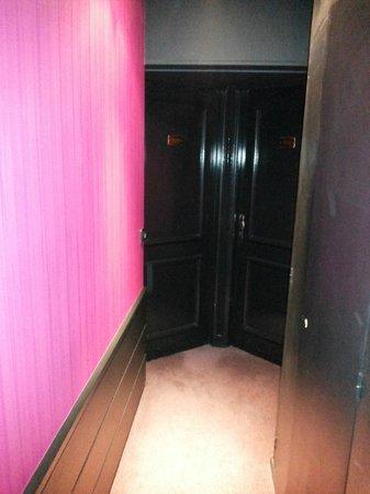 Hotel Massena: Коридоры очень узкие, с большими чемоданами едва протиснешься