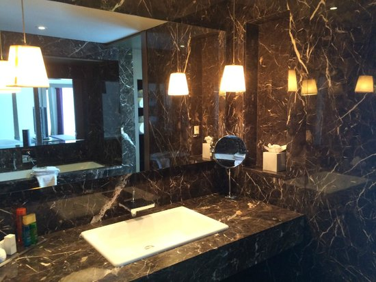 Blythswood Square: bathroom