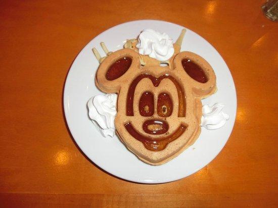 Homewood Suites Orlando-International Drive/Convention Center: ミッキーマウスのワッフル(朝食)