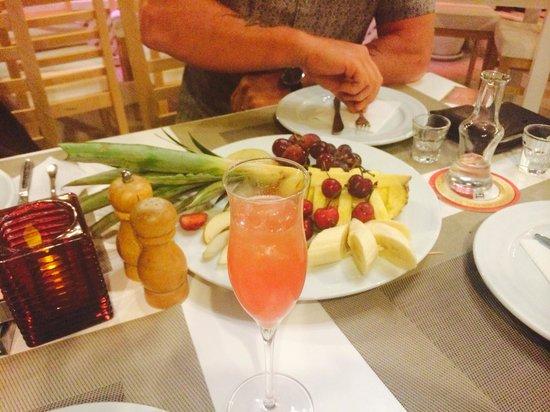 Anatolia : Fruit and Cocktail