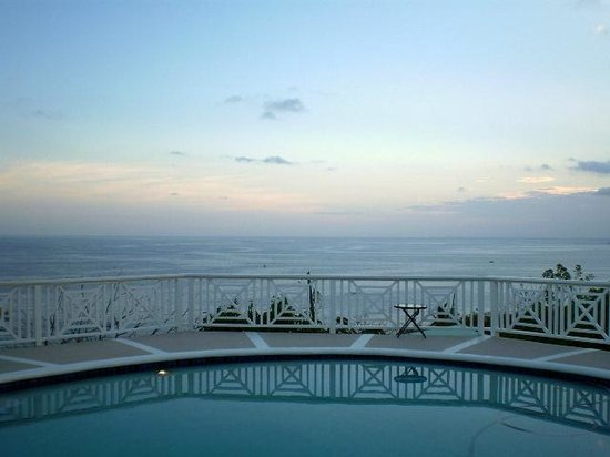 Villa Marbella Suites : Sunset view from pool