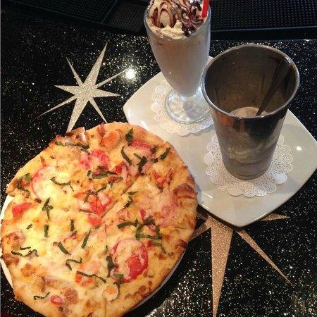 Kings Dining & Entertainment : Pizza and Milkshake