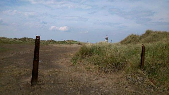 Talacre Beach Caravan Park: Lighthouse on the walk to the beach