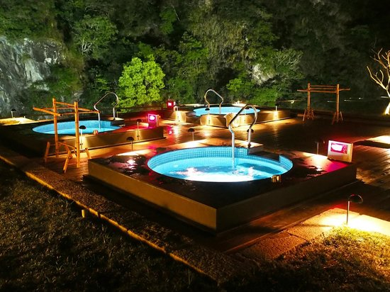 Jacuzzi under the stars picture of silks place taroko for Jacuzzi exterieur 6 places