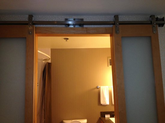 Hyatt Regency Santa Clara: Sliding door hardware