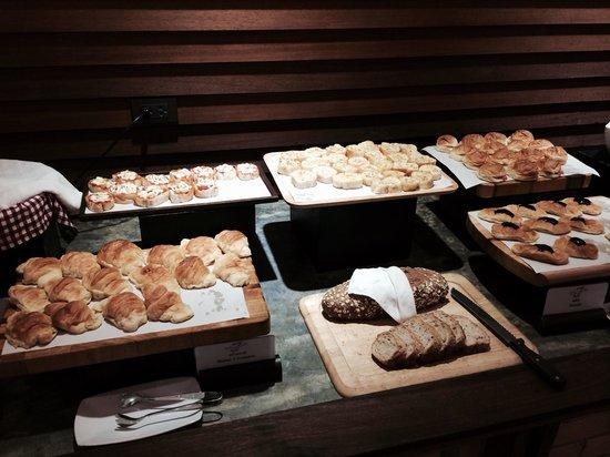 Movenpick Suriwongse Hotel Chiang Mai: Bread