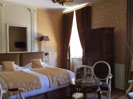 Le Domaine Chateau du Faucon : our graceful room