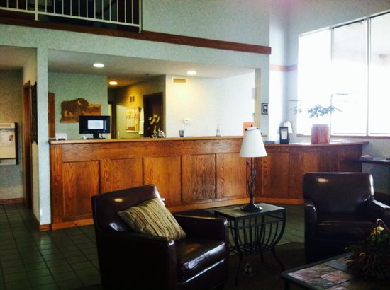 Buffalo Inn & Suites: Beautiful Lobby area